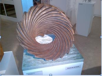 Shiny bronze swirls - so sensuous ...