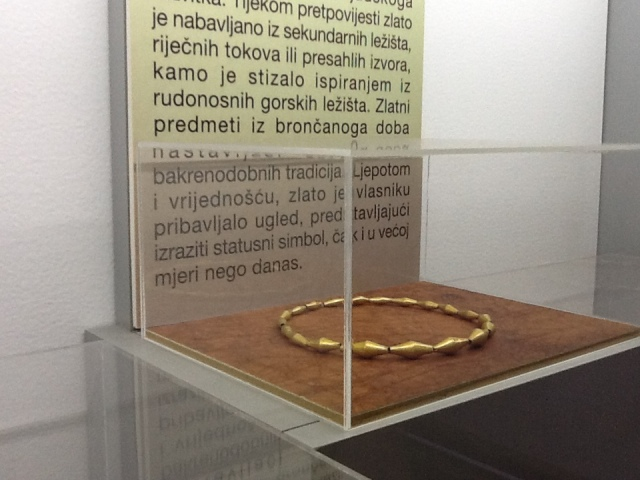 As a dedicated lover, I recognise this as kick-ass jewellry, as statusni simbol, in any time and any language. (Archaeological Museum , Zagreb)